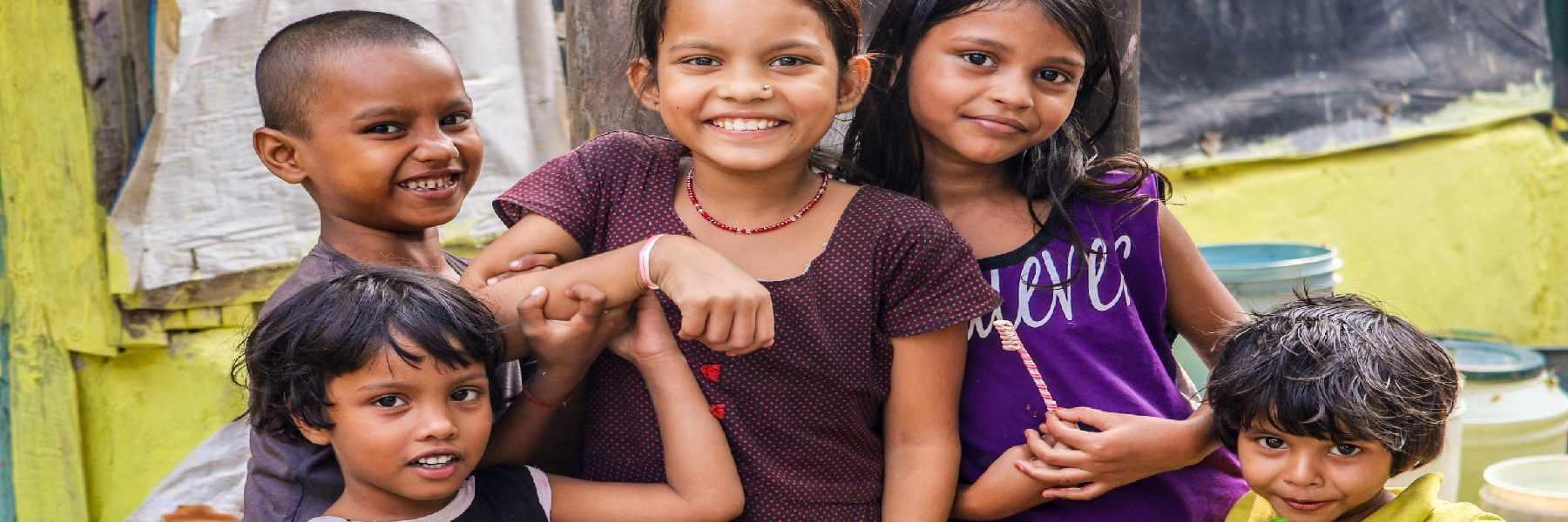 niños en el orfanato del voluntariado de con niños en Jaipur