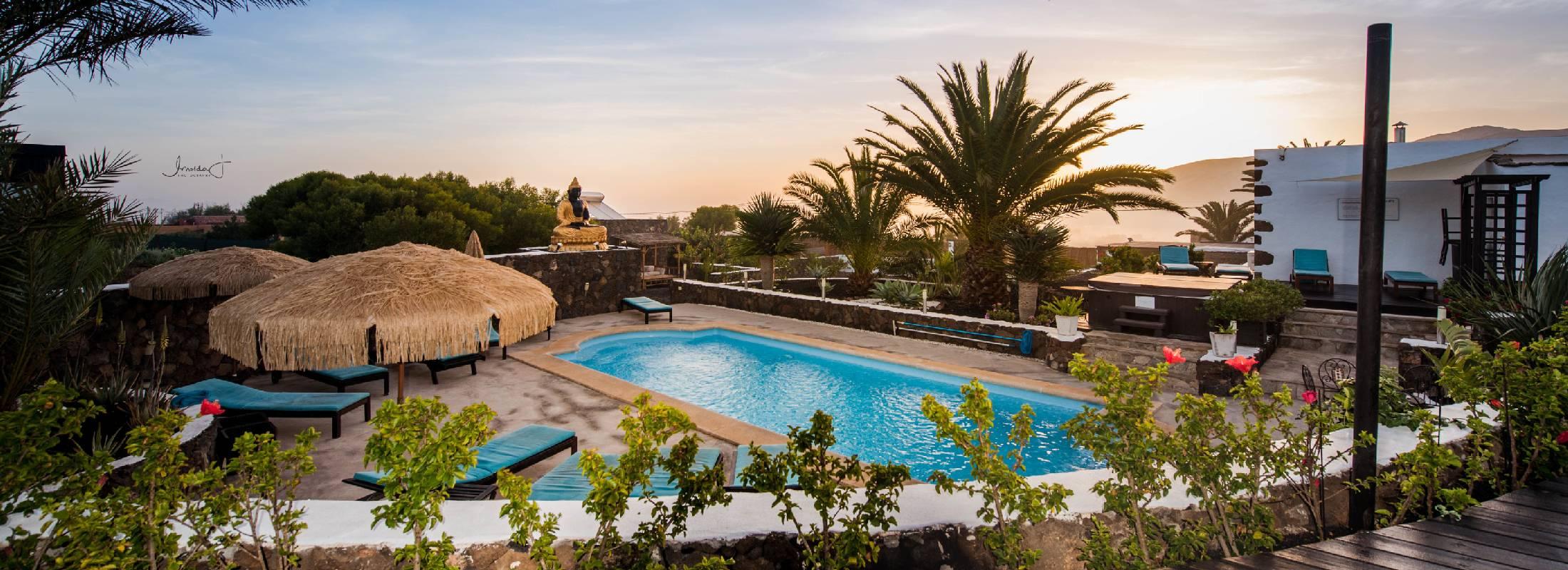 piscina del retiro en Fuerteventura de yoga y pilates
