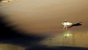 Surf en la playa de somo de cantabria
