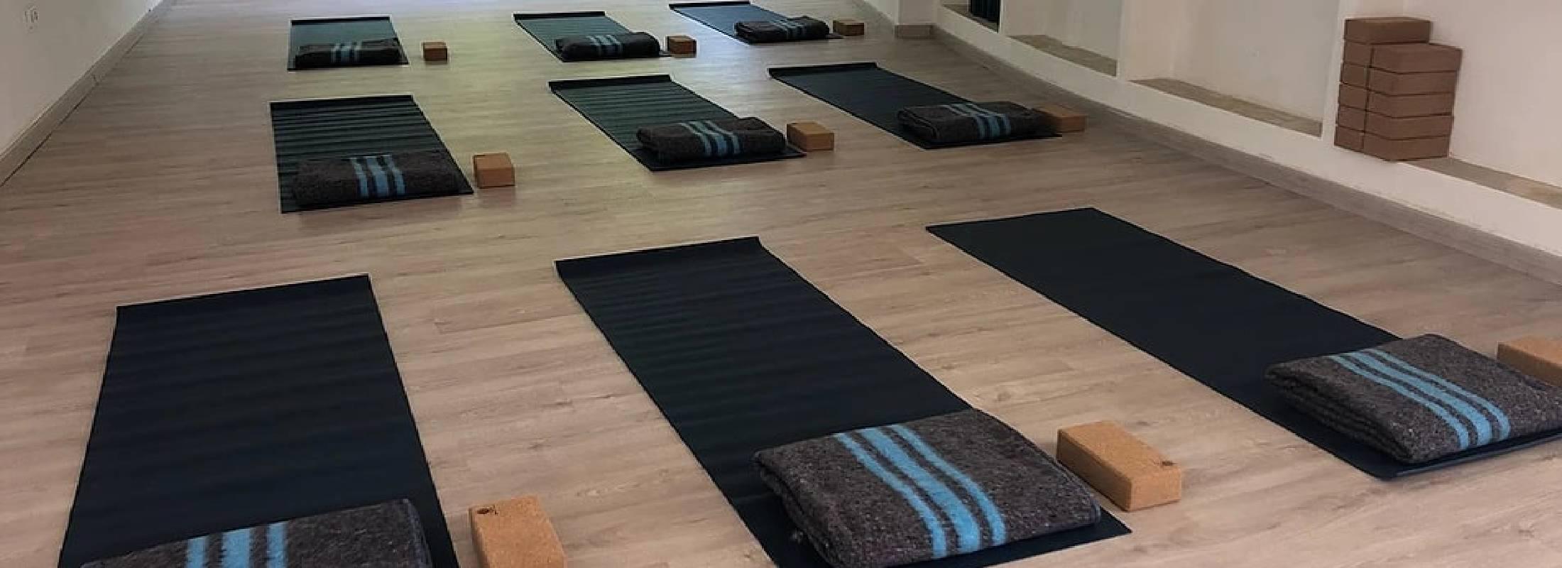 clase de yoga en el retiro de ibiza