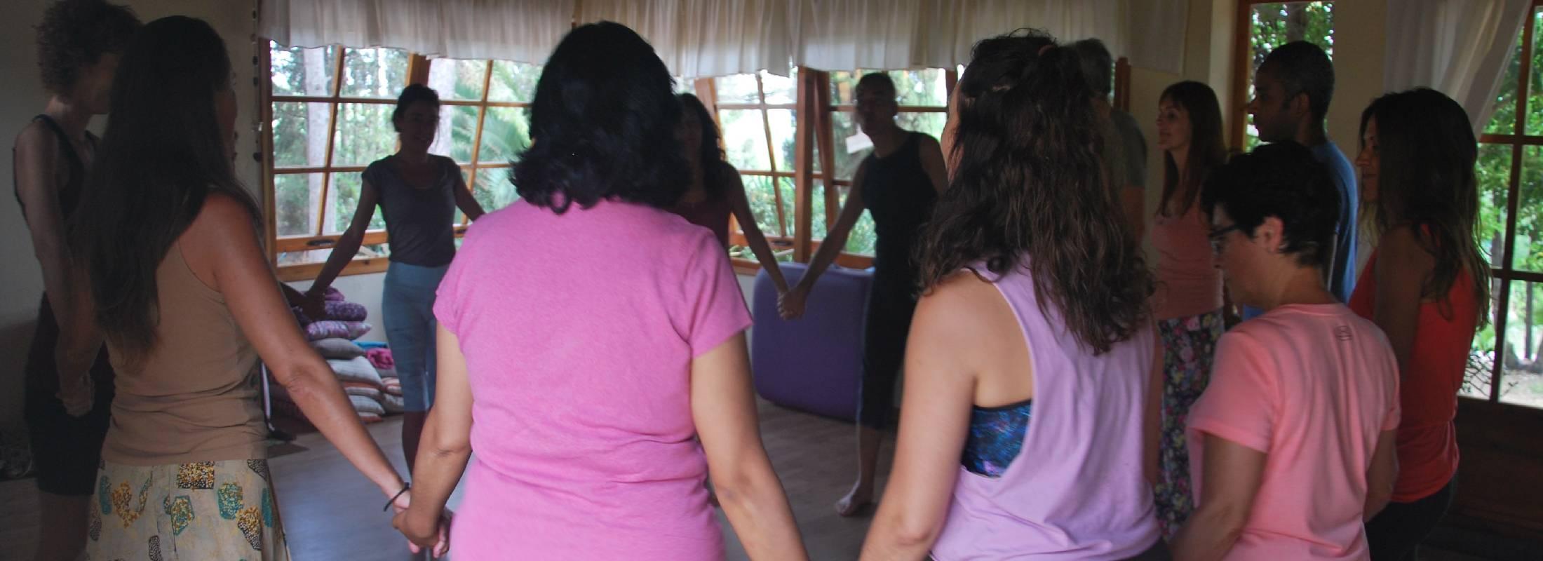 grupo del retiro de meditación y yoga en Gerona