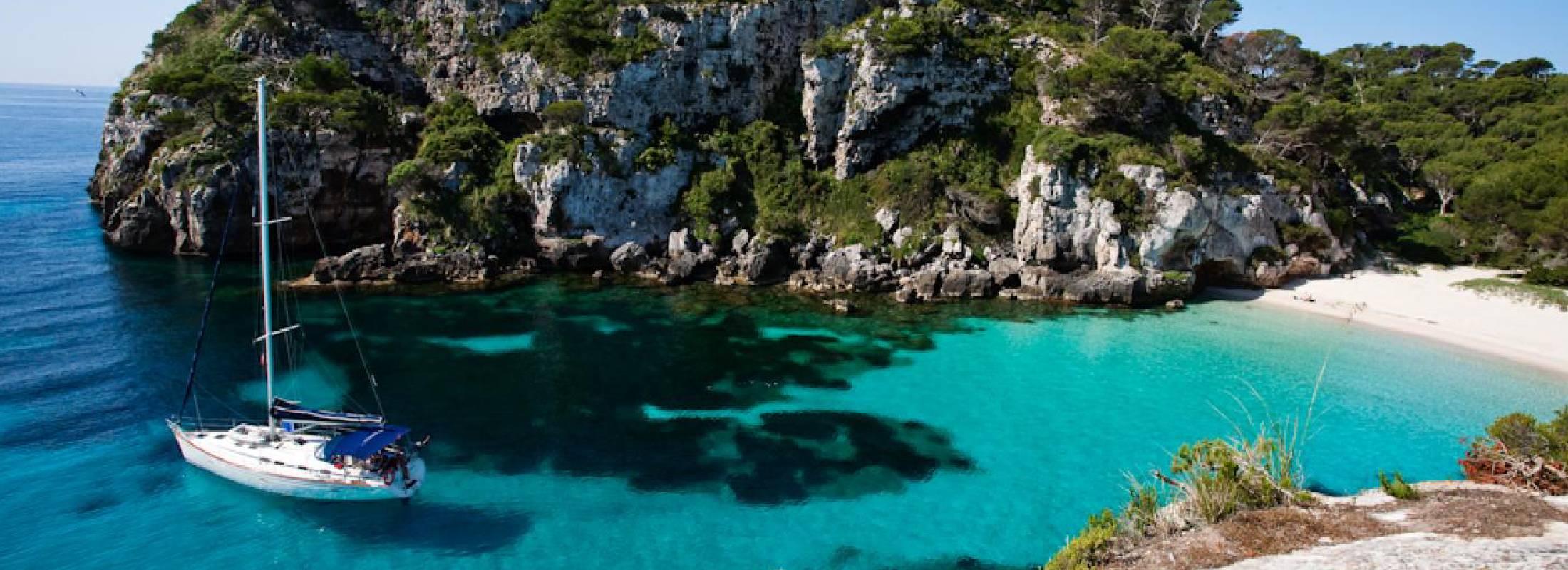 Cala del retiro de yoga en Menorca