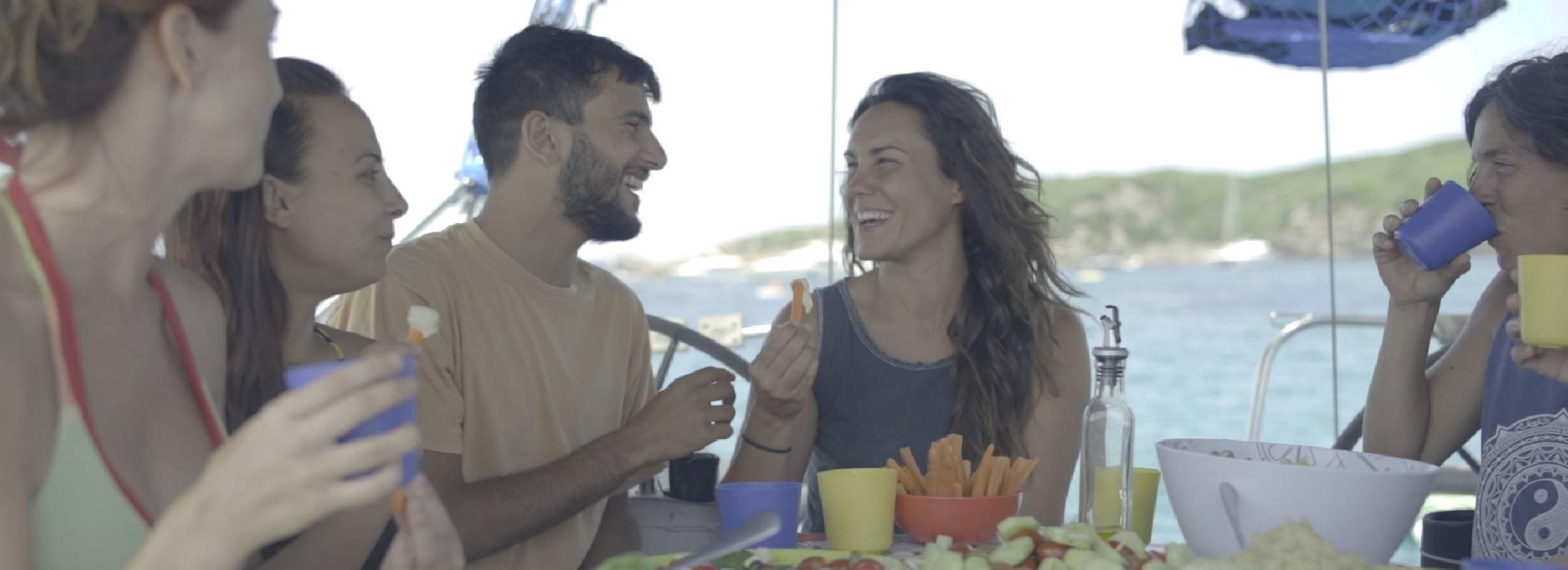 comparte con gente en el retiro de yoga en Menorca