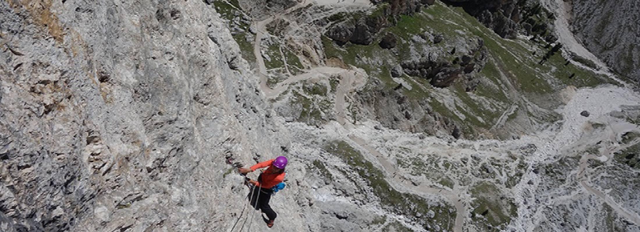 Los dolomitas en italia, escalada en roca.