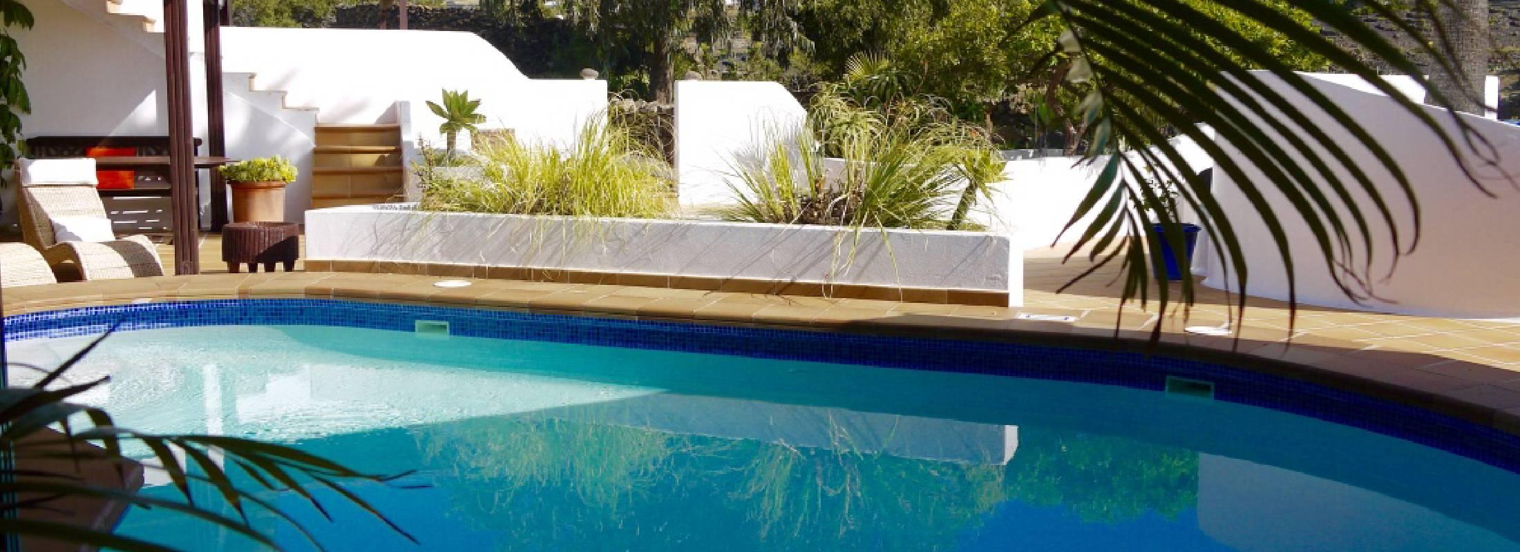 piscina en el retiro de yoga