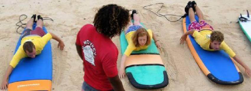 practica de surf en Nusa lembongan
