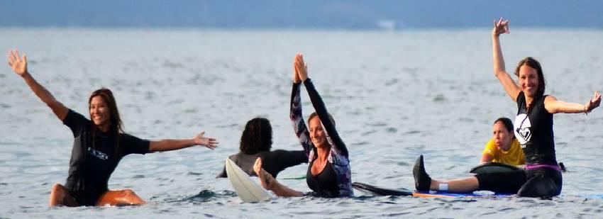surf en grupo en Nusa Lembongan