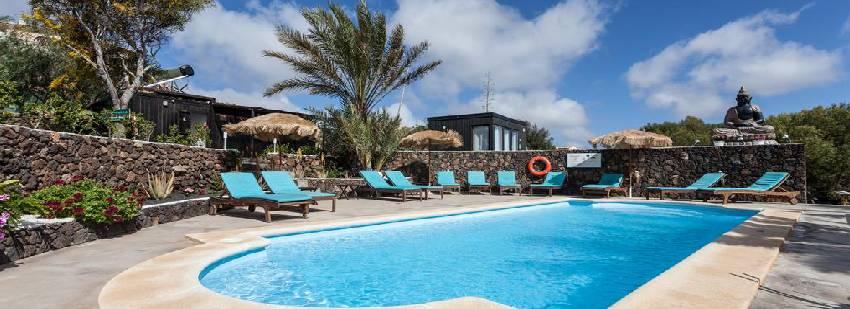 piscina del retiro de yoga en Fuerteventura